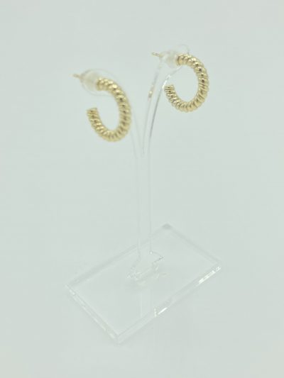 Boucles d'oreilles anneaux dorés ouverts torsadés