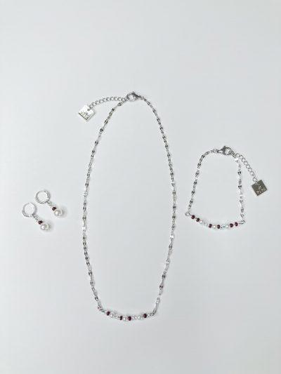 Collier, bracelet et boucles d'oreilles avec perles
